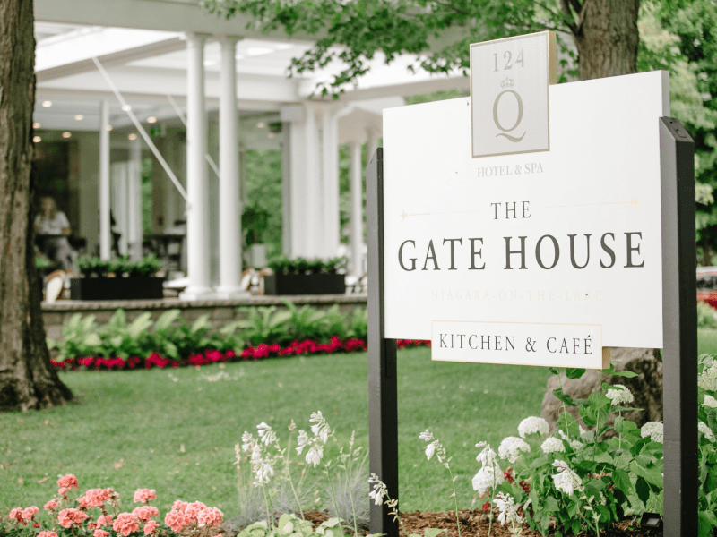gate-house-restaurant-sign