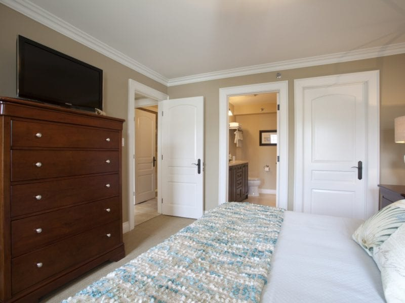 one-bedroom-villa-bed-tv