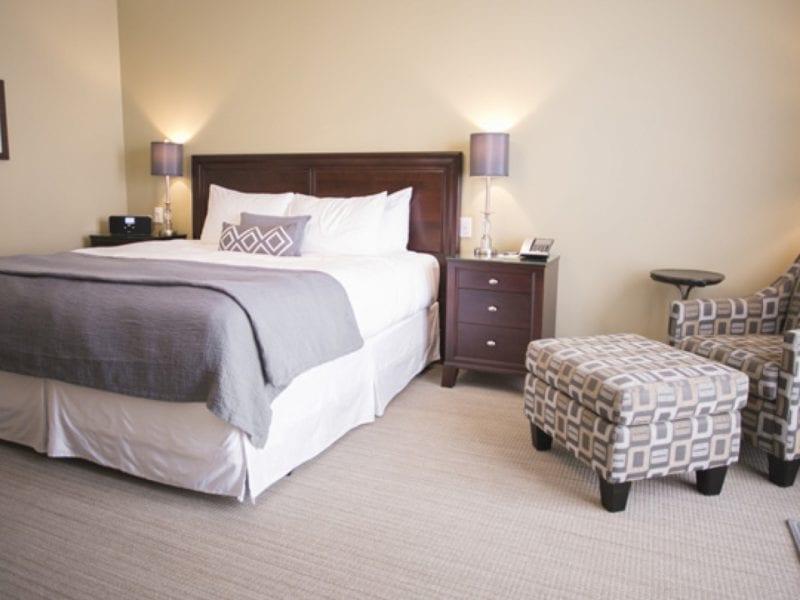 premium-room-bed