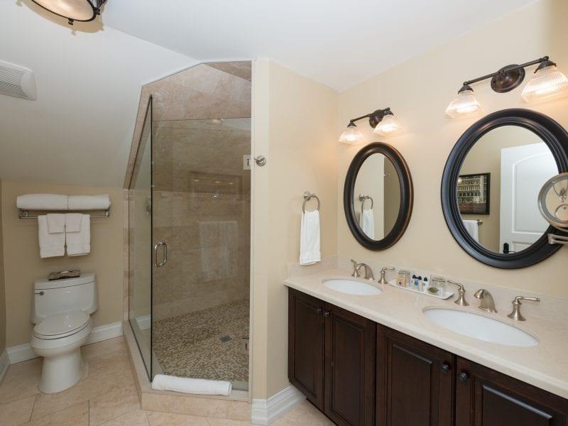 studio-suite-bathroom-2