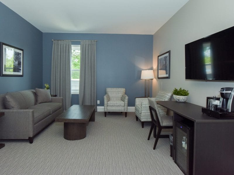suite-room-and-tv